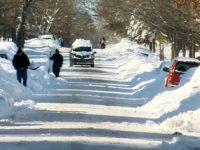 Число жертв снежного циклона в США превысило 40 человек