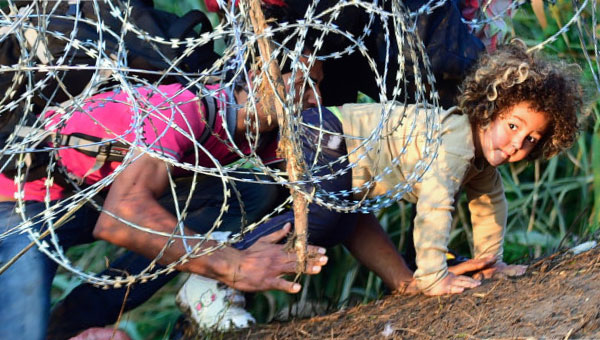 Более 500 нелегалов прорвались в Испанию из Марокко
