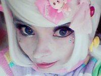 Девушка - кукла влюбилась в себя